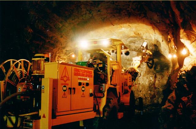 Xây dựng các công trình ngầm thủy điện và giao thông